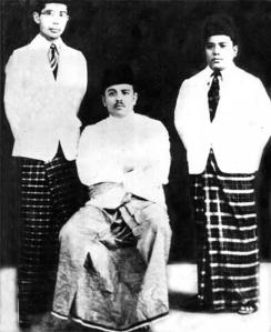 Natsir (kanan), Hamka (tengah), dan Isa Anshary