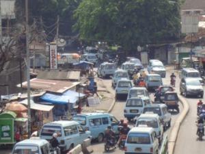 Mikrolet memenuhi badan jalan (sumber : beritajakarta.com)