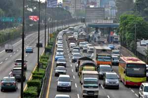 Truk dan Bus AKAP melintasi Tol Dalam Kota