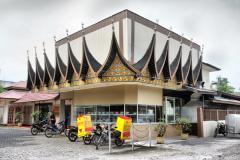 Restoran Garuda yang tetap mempertahankan ikon bagonjong