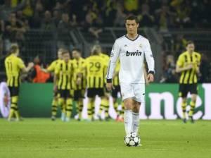 Christiano Ronaldo tertunduk lesu setelah kalah di semi final