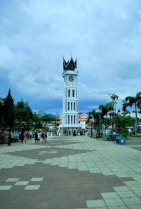 Jam Gadang dan Pasar Ateh (belakang)