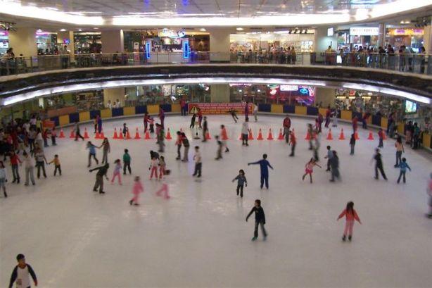 Ice Skating di Mal Taman Anggrek