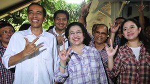 Jokowi, Megawati, Puan (sumber : theaustralian.com.au)