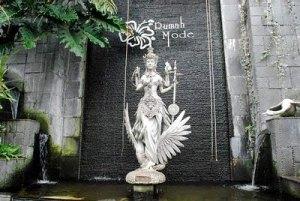 Patung Dewi Saraswati di Rumah Mode
