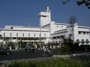 Kantor Gubernur Jawa Timur (sumber : skyscrapercity.com)