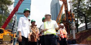 Jokowi meninjau pembangunan MRT di Dukuh Atas, Jakarta