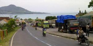 Jalan lintas Sumatera menuju Pelabuhan Bakauheni (sumber : kompas.com)