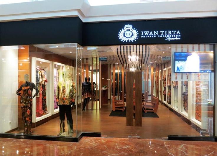Iwan Tirta Private Collection di Plaza Senayan a31ca6a0ef
