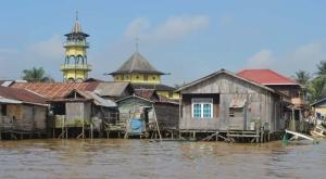 Pemukiman Bugis di Samarinda Seberang (sumber : blog.negerisendiri.com)