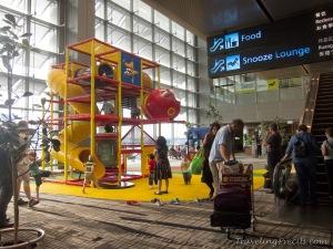 Arena Bermain Anak di Bandara Changi (sumber : travelingprecils.blogspot.com)