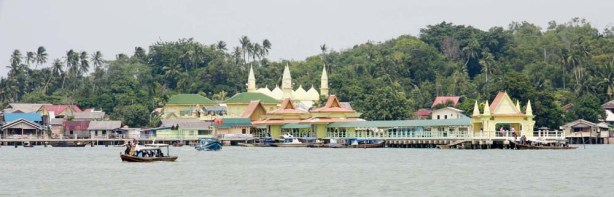 Pulau Penyengat (sumber : perantaubatam.blogspot.com)