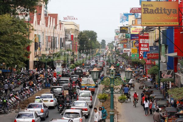Jalan Malioboro (sumber : tribunews.com)