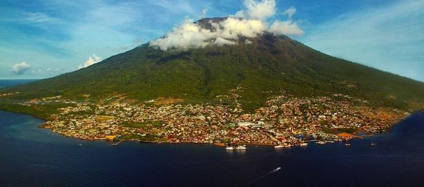 Ternate dan Gunung Gamalama (foto oleh La Oge)
